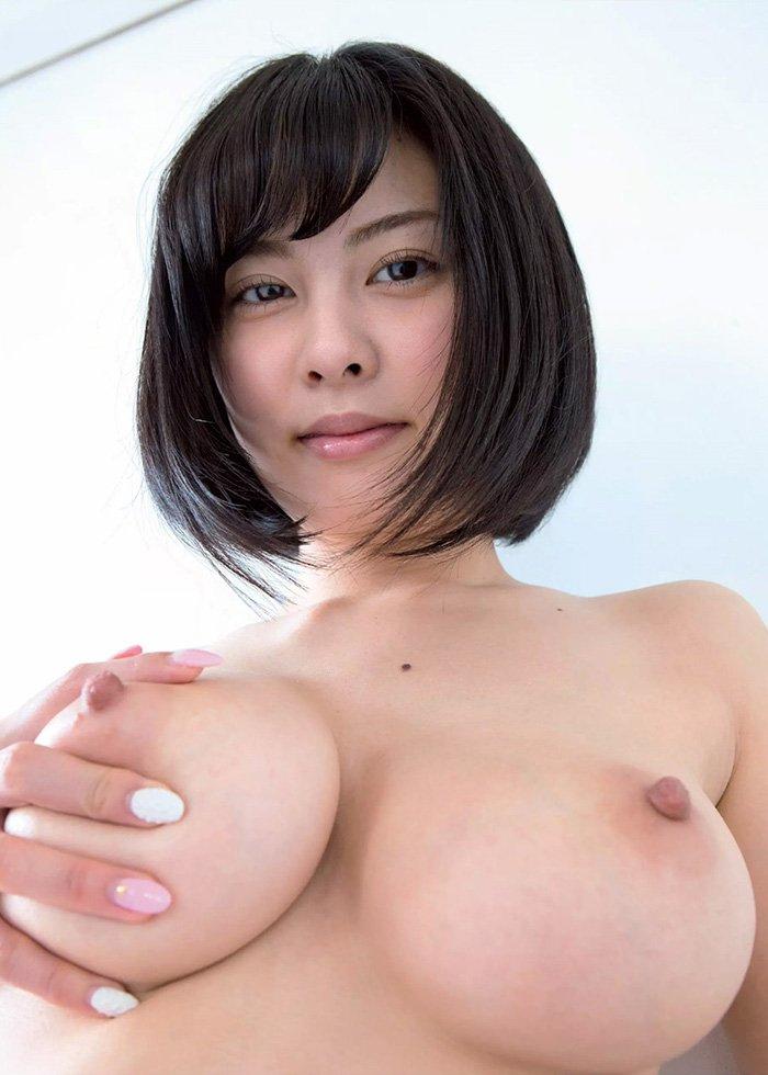デカい乳房が重そうな女の子 (16)