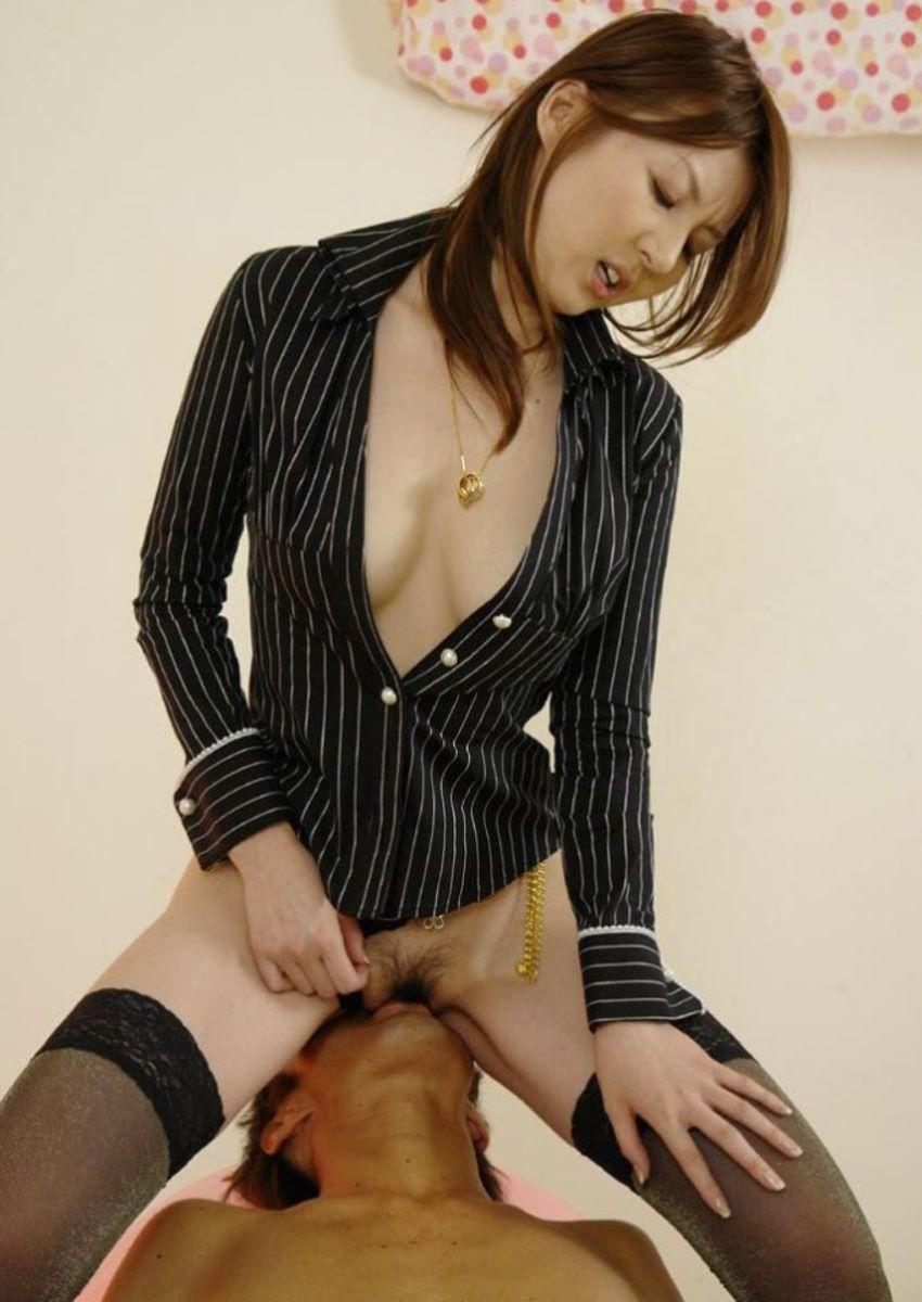 股間を立ったままの姿勢で舐められる女の子 (5)