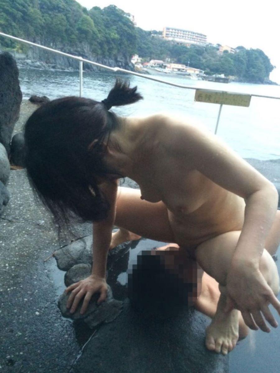 強制的に股間を舐めさせる女の子 (9)
