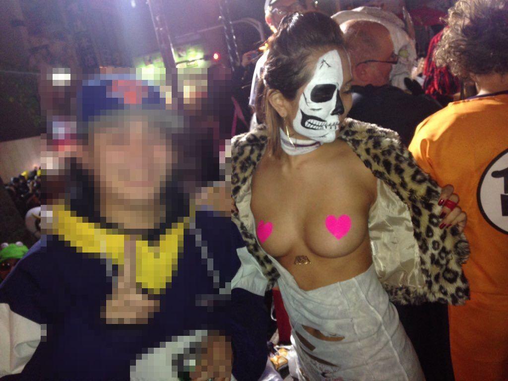 ハロウィンをセクシー衣装で楽しむ女の子 (14)