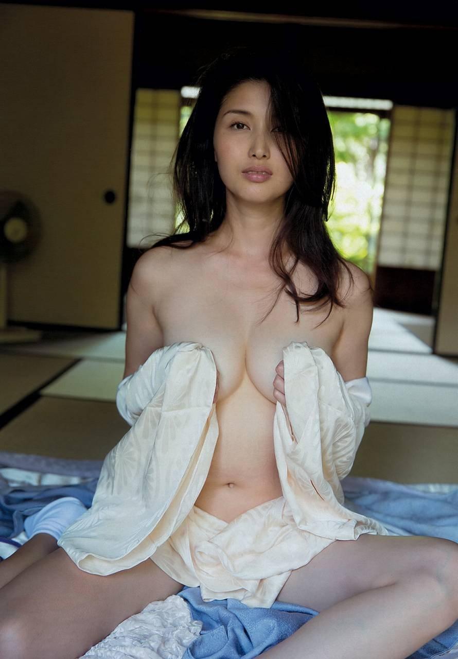 ほぼ全部脱いでるナイスバディな芸能人、橋本マナミ (9)