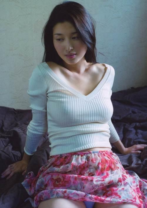 ほぼ全部脱いでるナイスバディな芸能人、橋本マナミ (2)