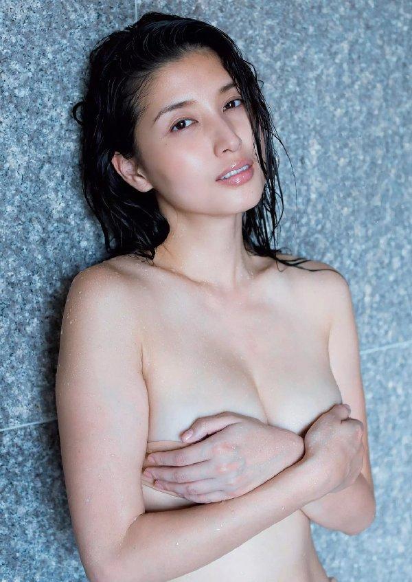 ほぼ全部脱いでるナイスバディな芸能人、橋本マナミ (11)