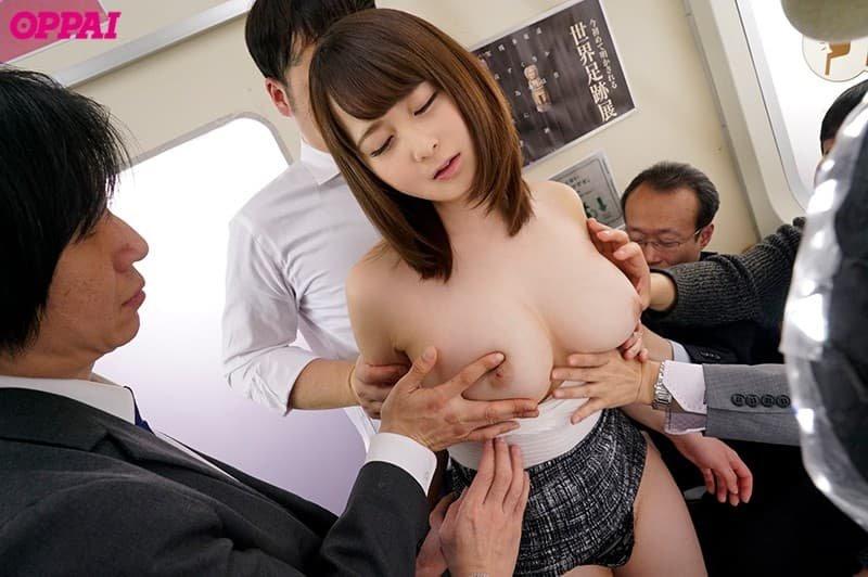 可愛い顔にデカい乳房の、雛鶴みお (2)