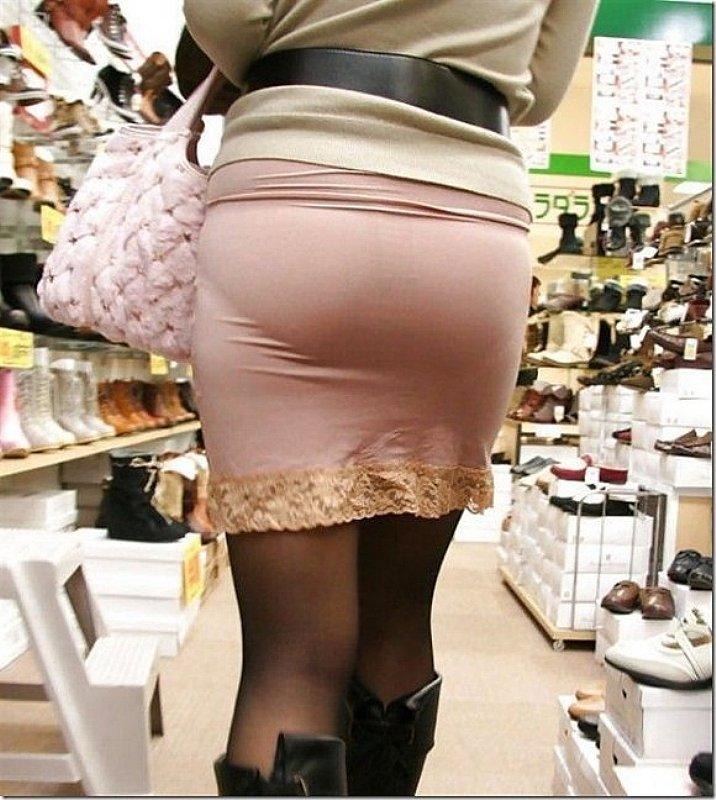 お尻にピタッと張り付いているスカート (11)