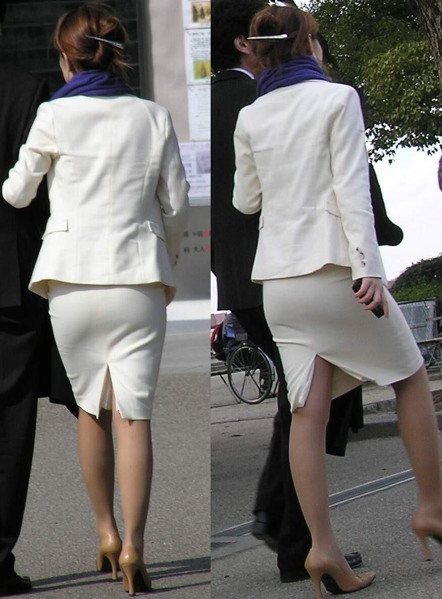 お尻にピタッと張り付いているスカート (19)