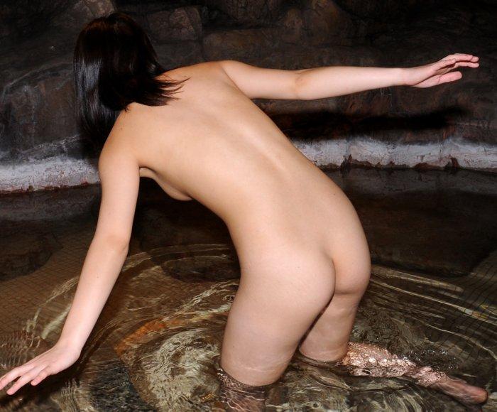 入浴中なのに素っ裸で撮られた女の子 (5)