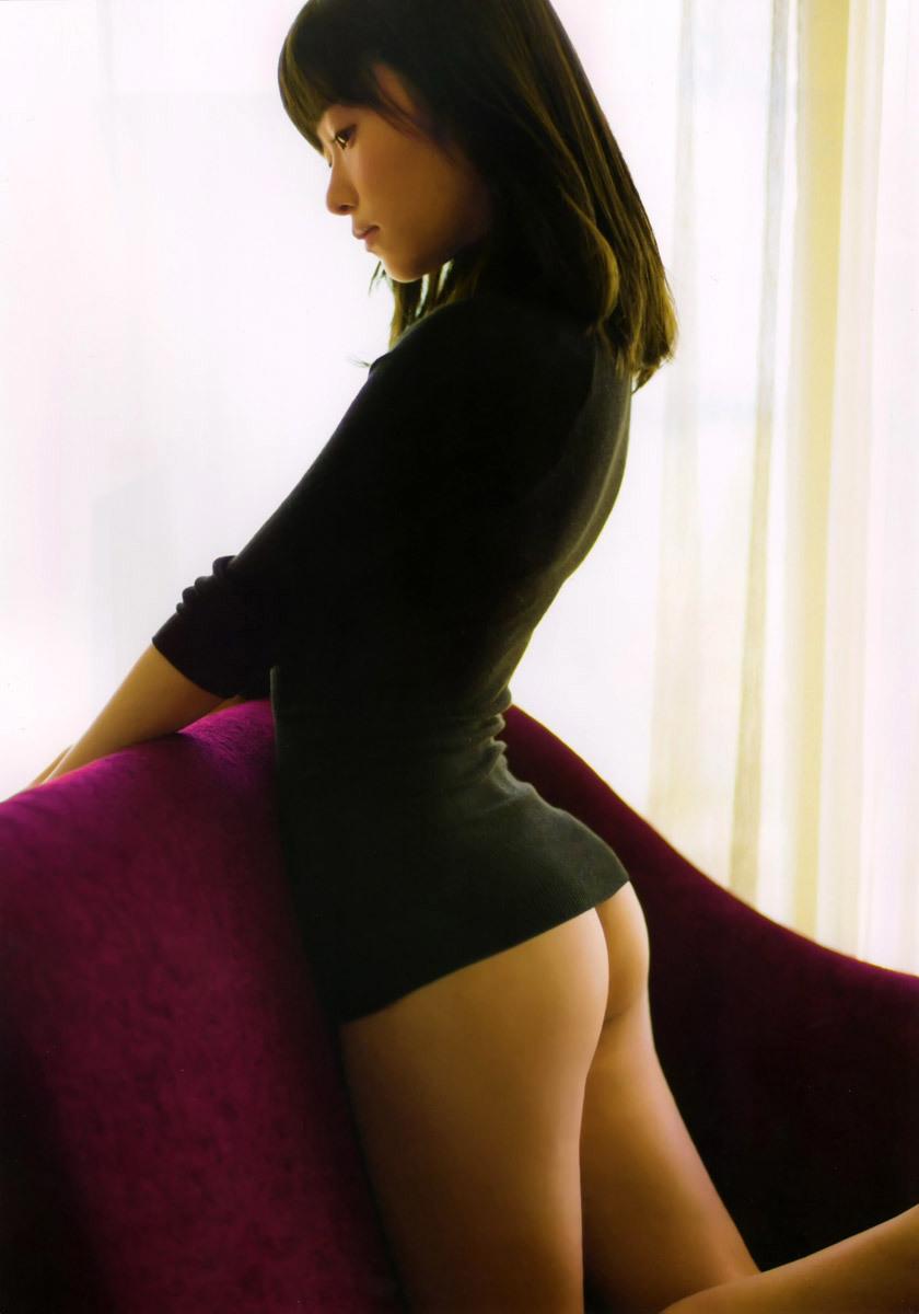 アイドルや女優がパンツを脱いで美尻を丸出し (8)