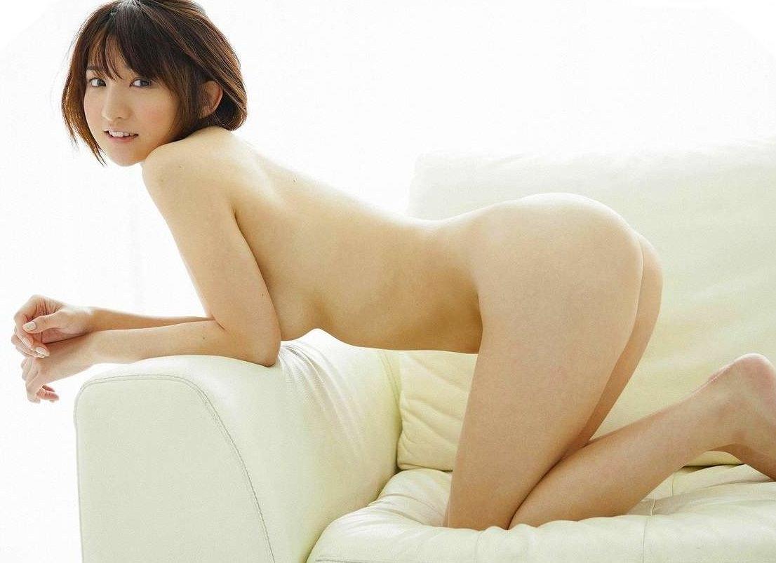 アイドルや女優がパンツを脱いで美尻を丸出し (10)