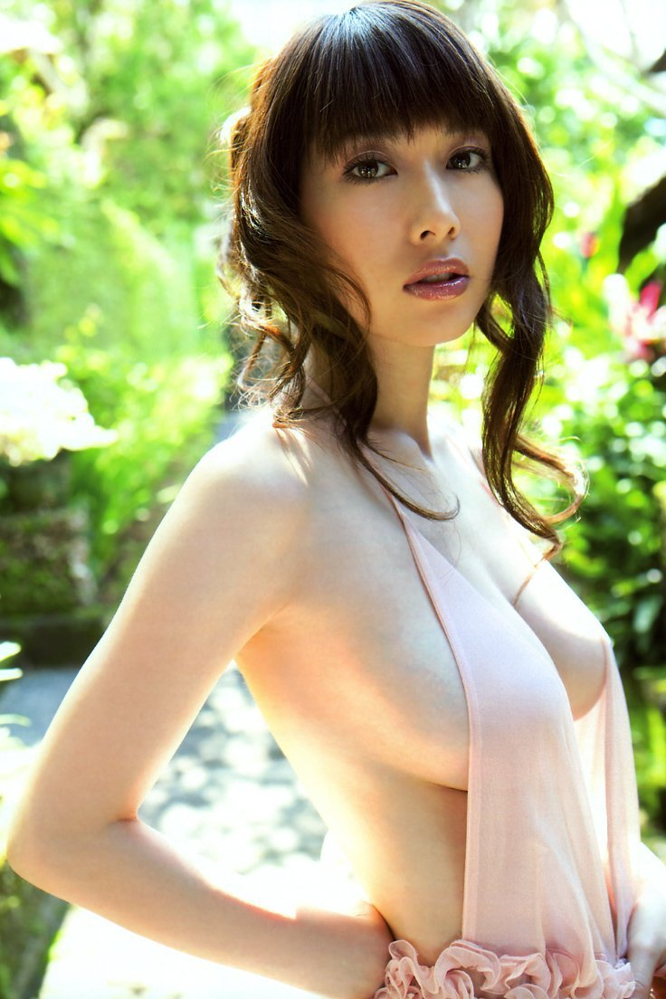 ナイスバディで美乳の美女、小林恵美 (20)