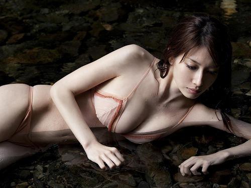 ナイスバディで美乳の美女、小林恵美 (11)