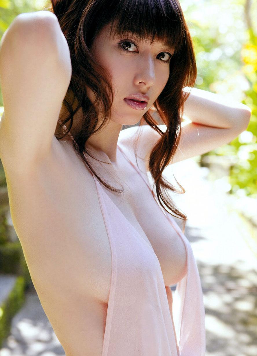 ナイスバディで美乳の美女、小林恵美 (19)