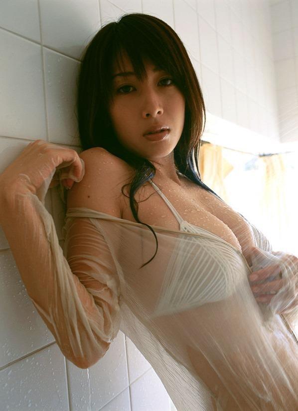 ナイスバディで美乳の美女、小林恵美 (18)