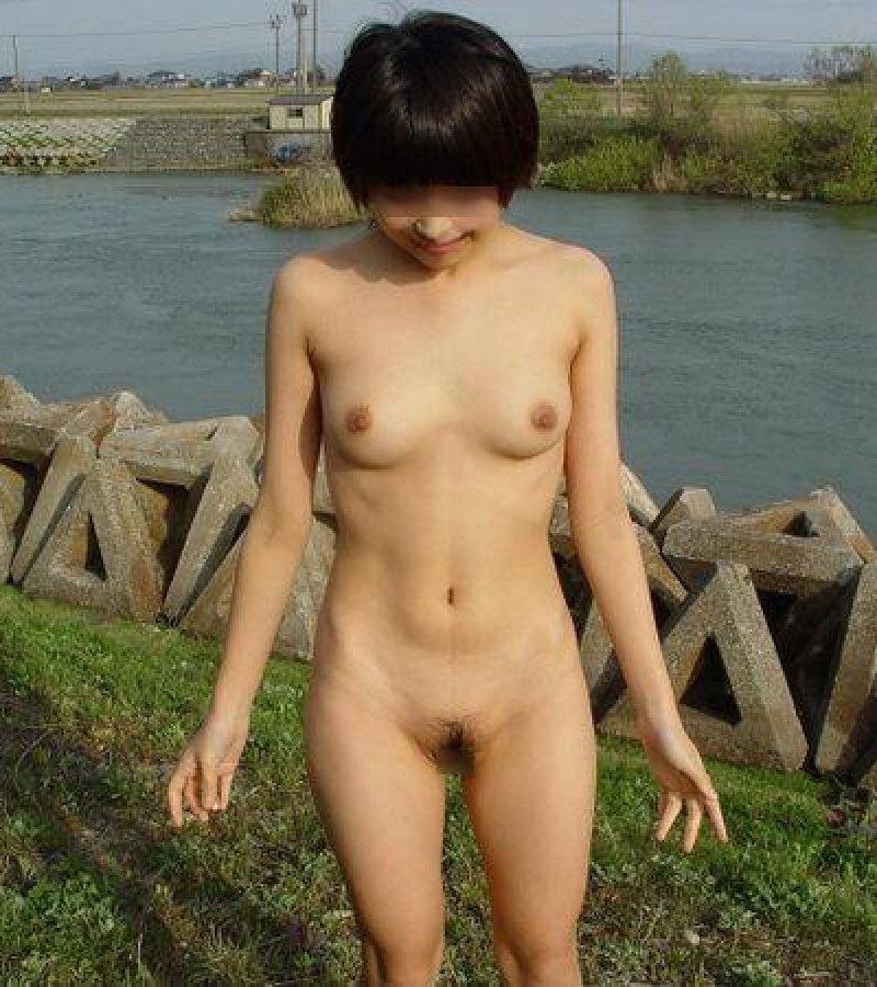 【野外露出エロ画像】街中でも公園でも何処でも裸になっちゃう露出狂