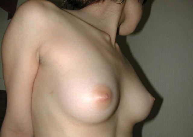 色素が薄くて綺麗な色をした乳首 (9)