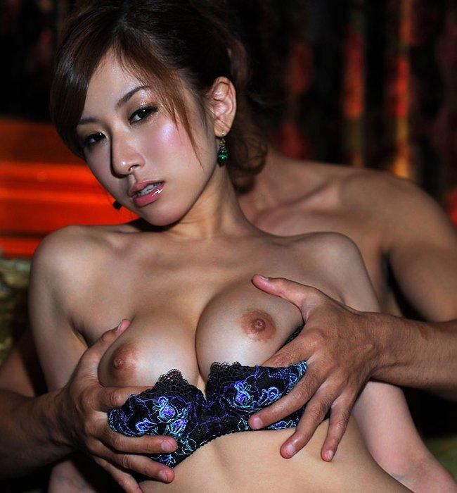 乳房をモミモミされてる女の子 (1)