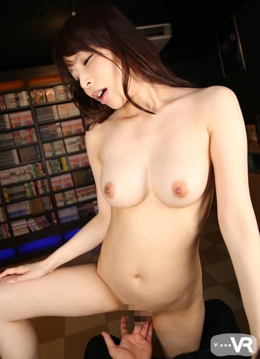 スレンダー巨乳の美女が激しくSEX、桜井彩 (3)