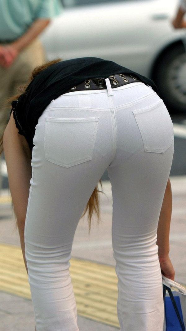 下着が透けて見えている女の子を街撮り (9)