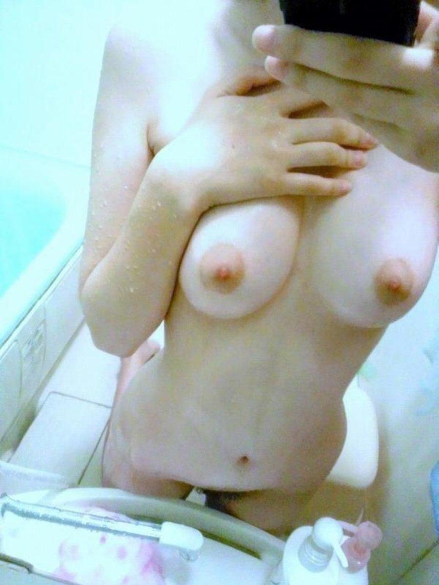 入浴中の全裸姿を写メしちゃう (17)