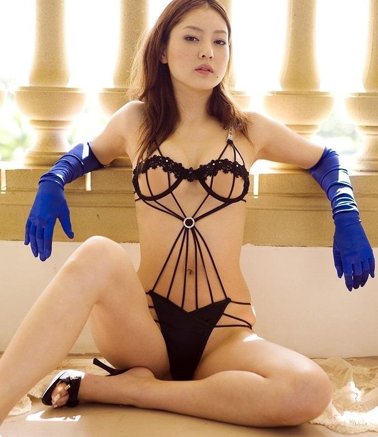 エッチな下着姿のナイスバディな美女たち (8)