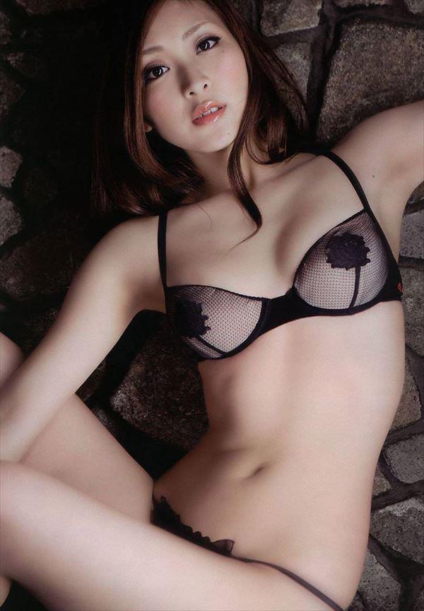 エッチな下着姿のナイスバディな美女たち (4)
