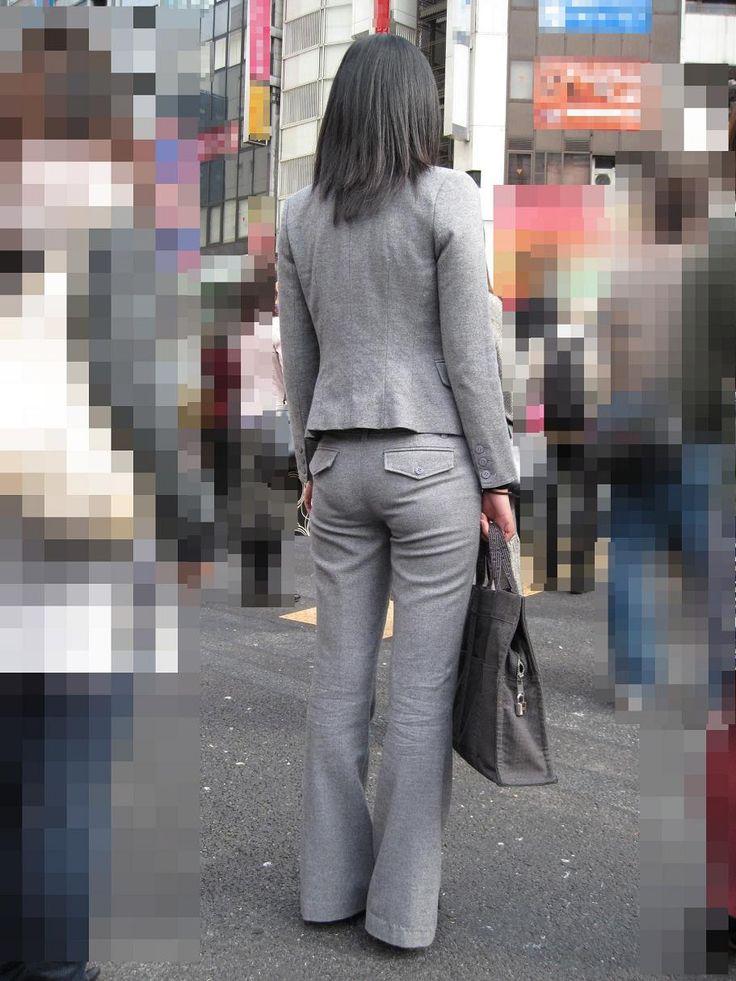 お尻から下着のラインが浮き出てる (8)