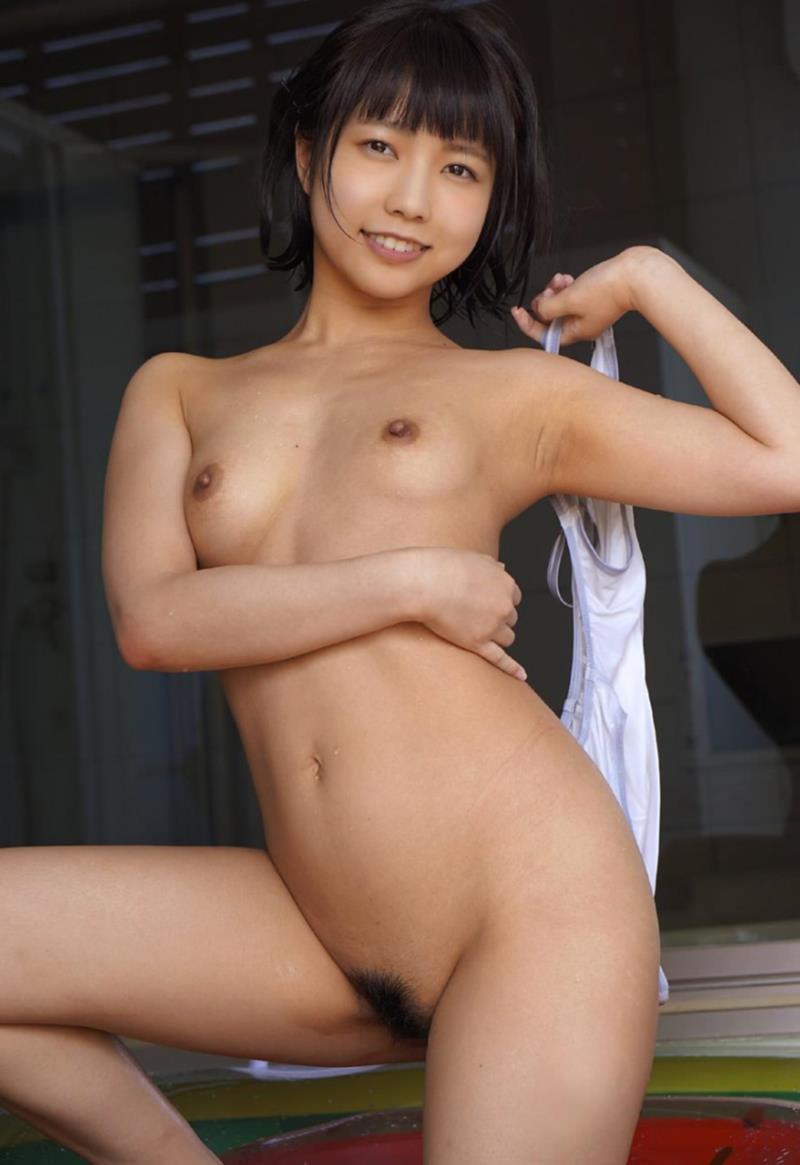ちっぱい娘が全裸になっちゃう (2)