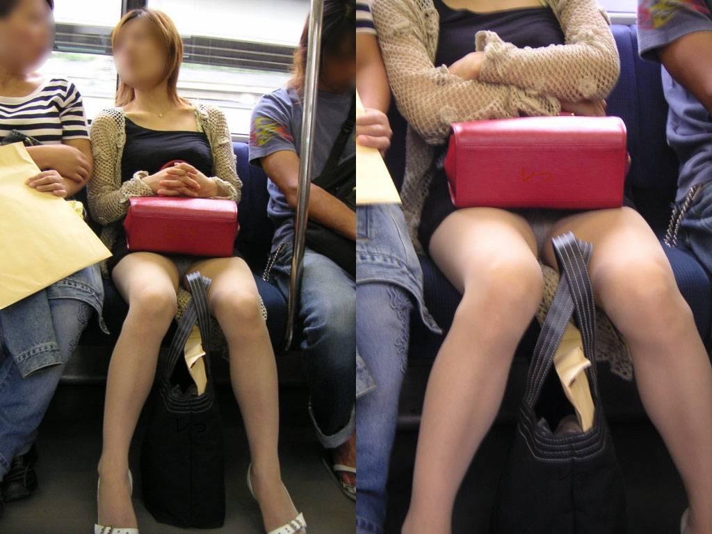 ミニスカートから下着が見えてる (19)