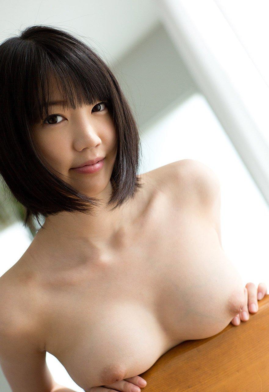 可愛い顔してデカいオッパイの女の子 (2)