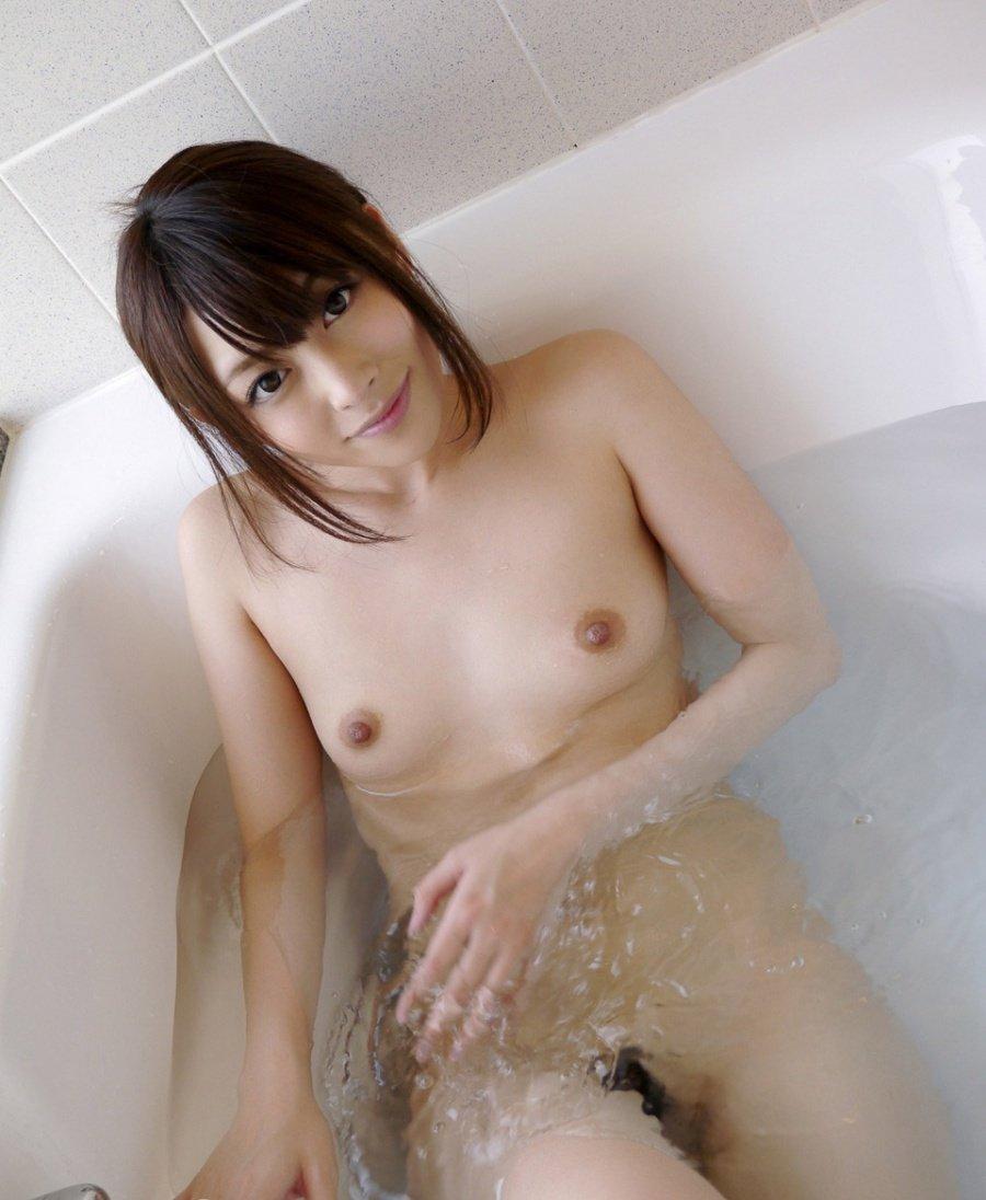 温泉や風呂場で全裸になる女の子 (4)