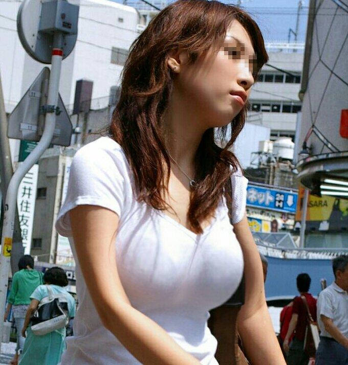 【着衣巨乳エロ画像】街で見かけたらラッキーな巨乳が目立つ素人娘たち