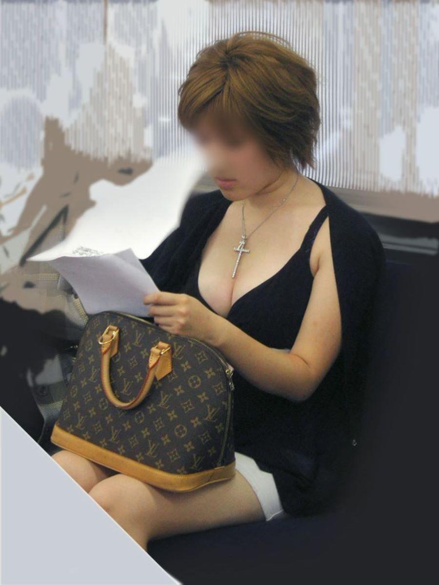 デカい乳房が目立ちまくりの素人さん (11)