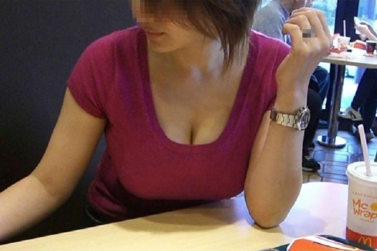 デカい乳房が目立ちまくりの素人さん (15)