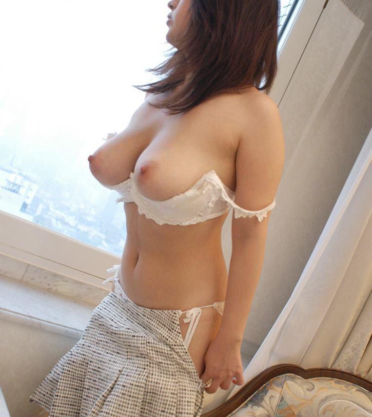オープンブラを付けたら乳首が丸見え (4)