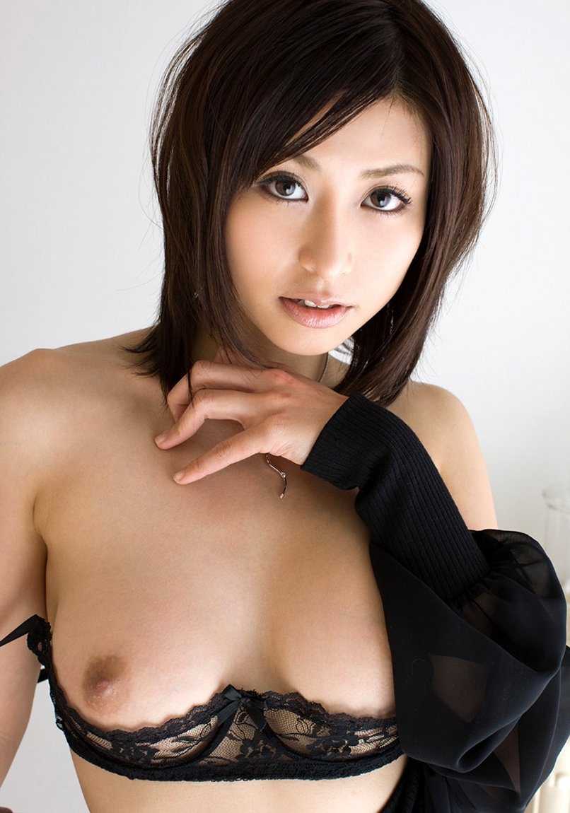 オープンブラを付けたら乳首が丸見え (2)