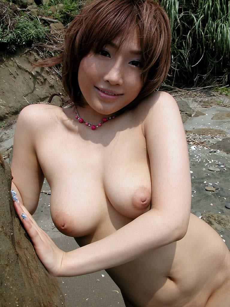 乳房にめり込んでる乳頭 (17)
