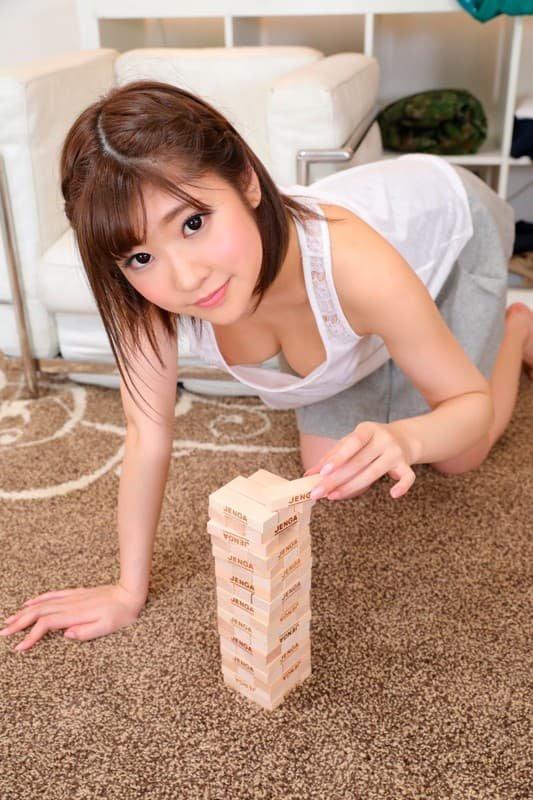 モデルのようなボディで濃厚なSEX、石川祐奈 (2)