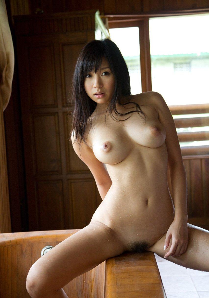 黒い髪の可愛い女の子 (4)