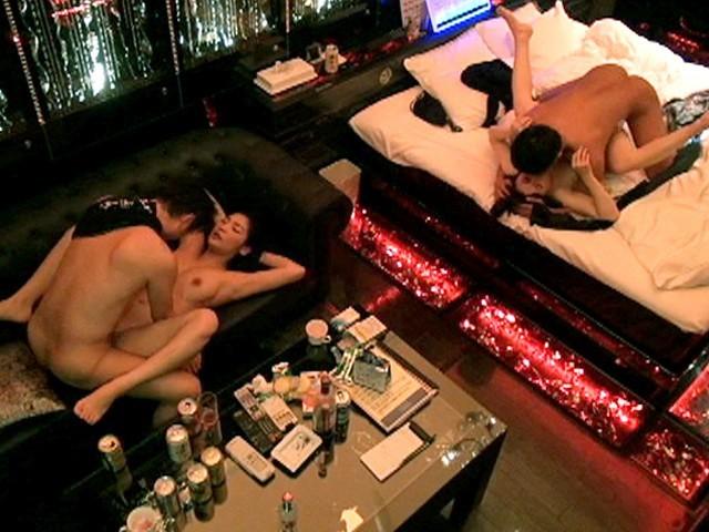 ラブホテルでSEXに勤しむ素人の男女 (18)