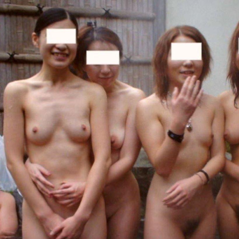 【温泉エロ画像】全裸で露天風呂に入浴中の女友達を撮影してSNSに上げちゃうヤツ