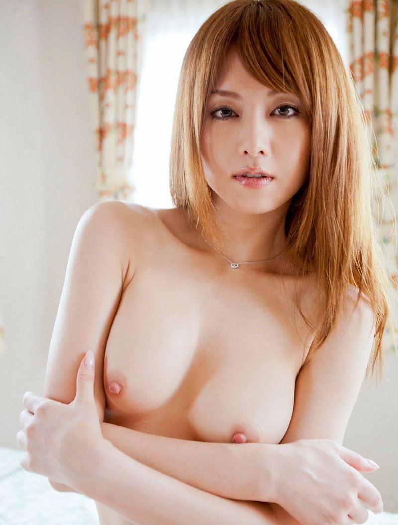 桃色の乳頭が素敵な美乳 (10)