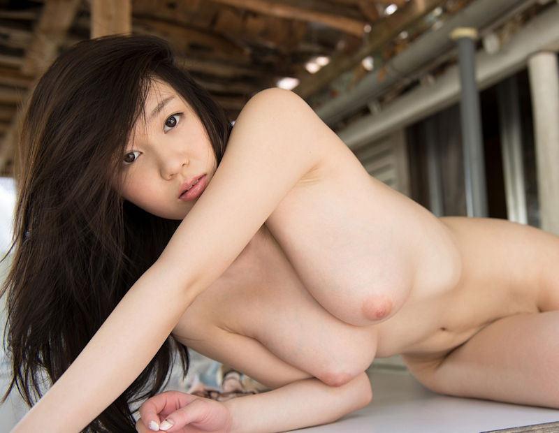 桃色の乳頭が素敵な美乳 (11)
