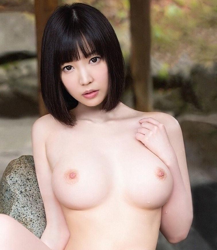 桃色の乳頭が素敵な美乳 (17)