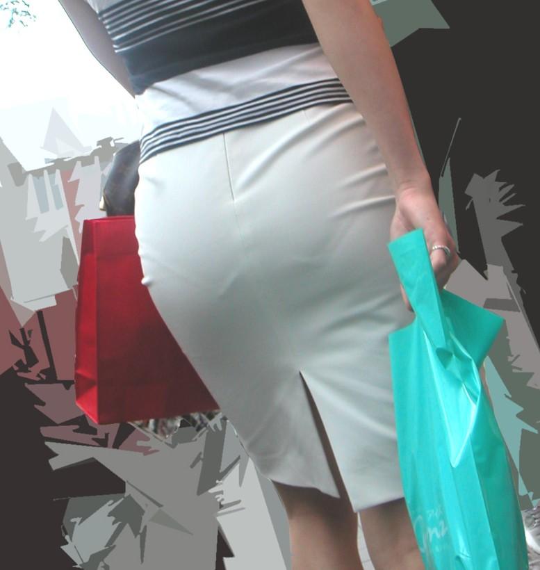 タイトスカートが尻に張り付いてパンツが透けてる素人女性たち