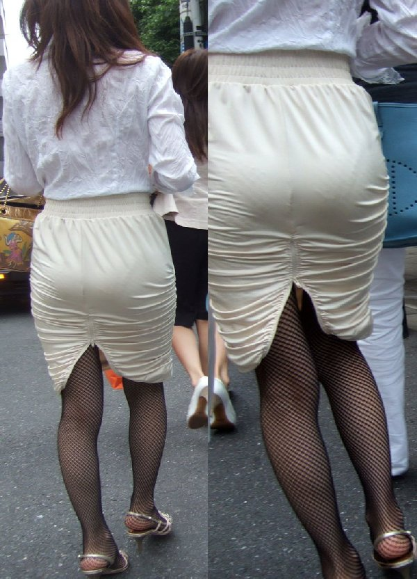 パンティが透けまくりのスカート姿 (16)