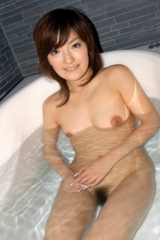 お湯に浮かぶ乳房がセクシー (13)