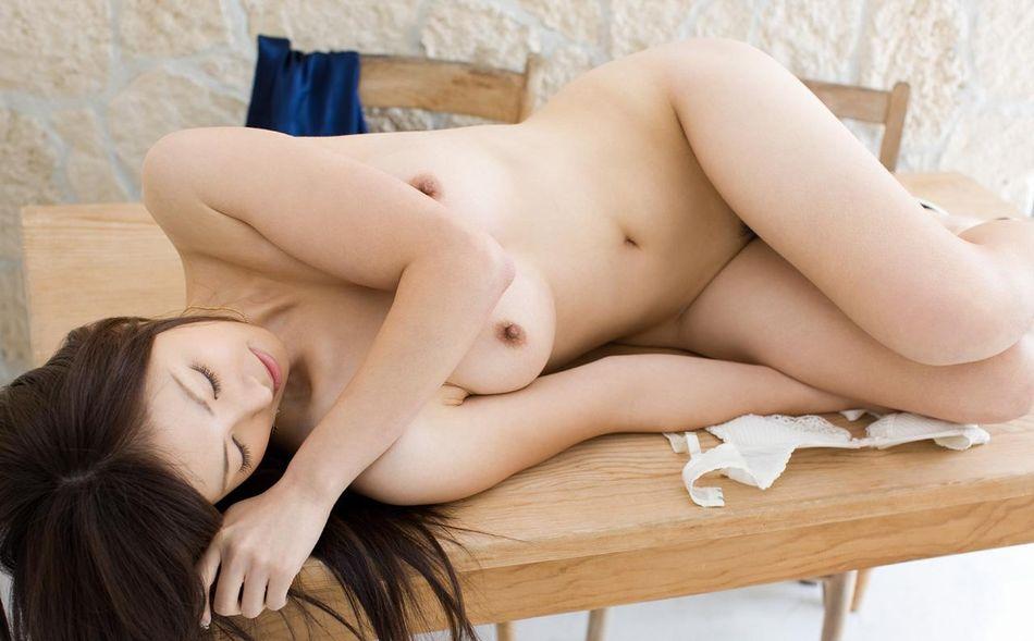 透明感あふれる美肌女性の全裸 (5)