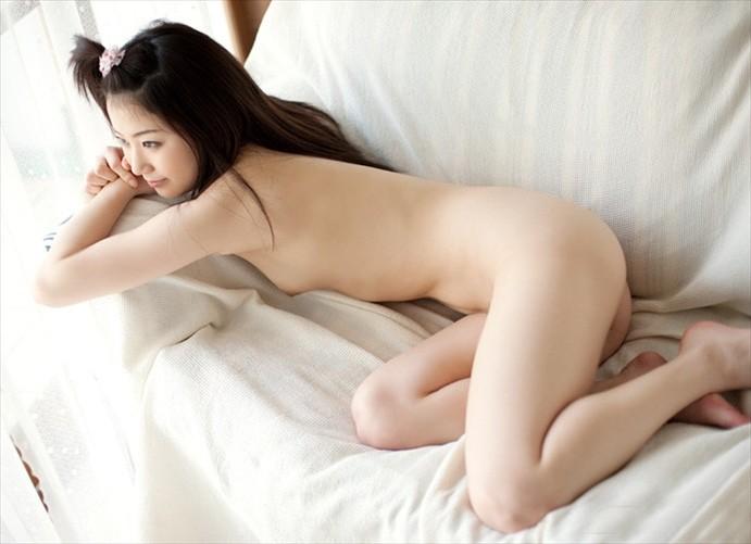 透明感あふれる美肌女性の全裸 (6)