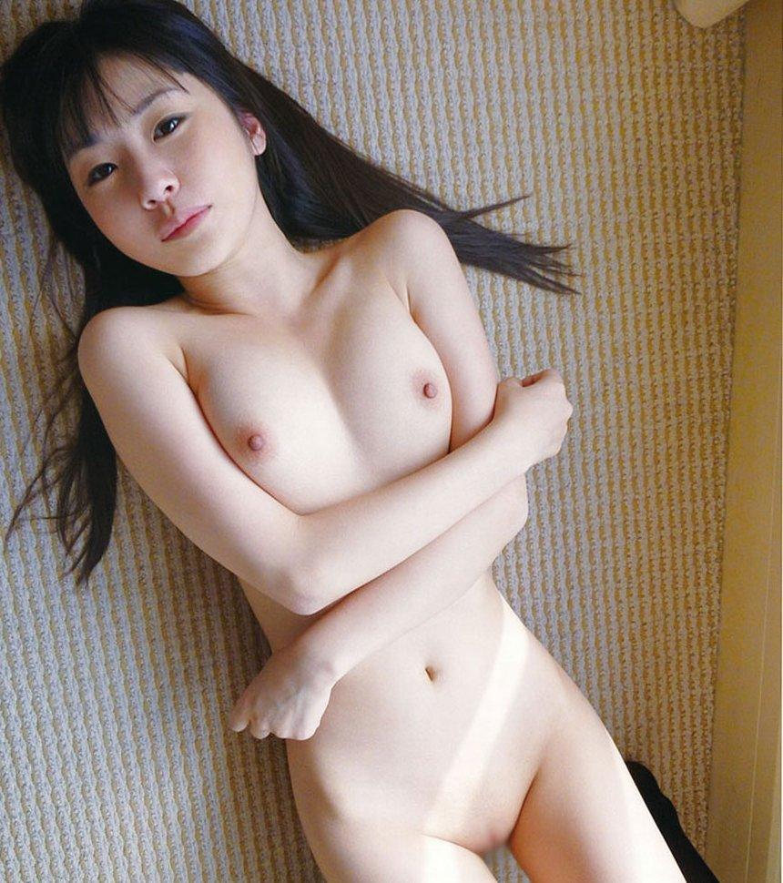 透明感あふれる美肌女性の全裸 (1)