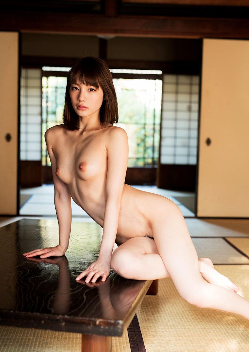 一糸纏わぬ全裸になる美少女たち (5)
